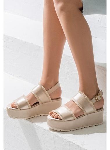 Elle Dolgu Tabanlı Sandalet Bej